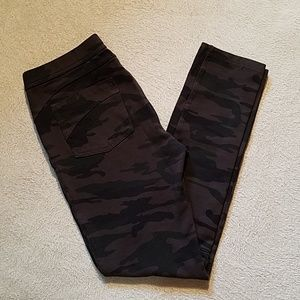 SANCTUARY CAMO CROPPED LEGGINGS SZ MEDIUM